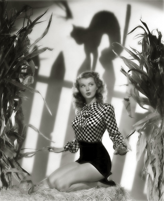 Halloween vintage pinup girl Lillian Wells